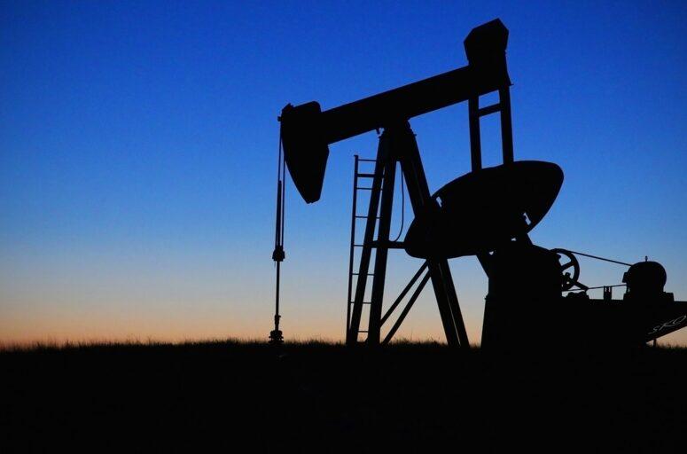 Sale il prezzo del petrolio ma l'IEA non è convinta
